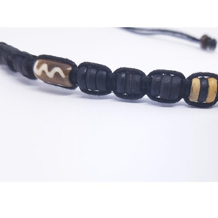 Halsband med träpärlor