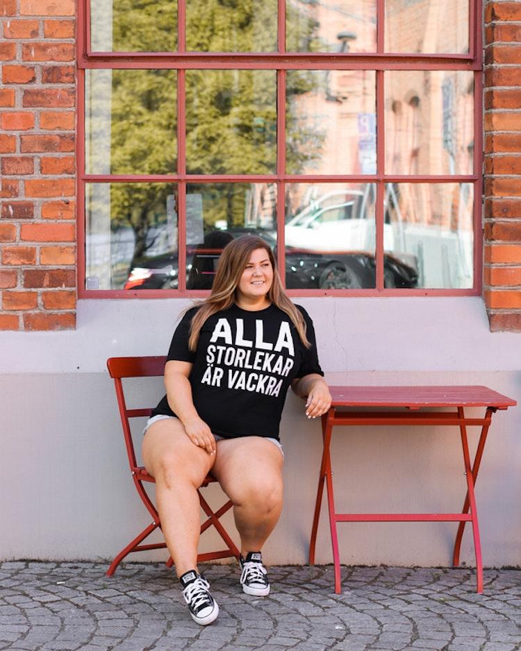 """T-shirt """"Alla storlekar är vackra"""""""