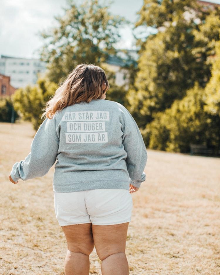 """Sweatshirt """"Här står jag och duger som jag är"""""""