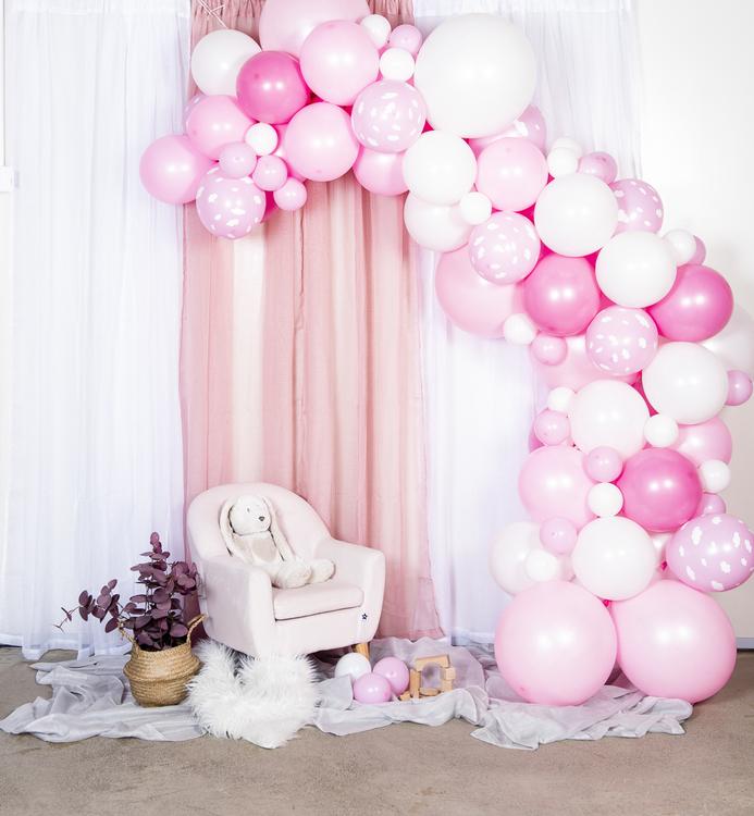 Ballongbåge och väggtext