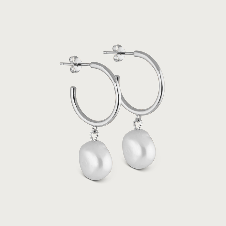 Pearly hoops earrings