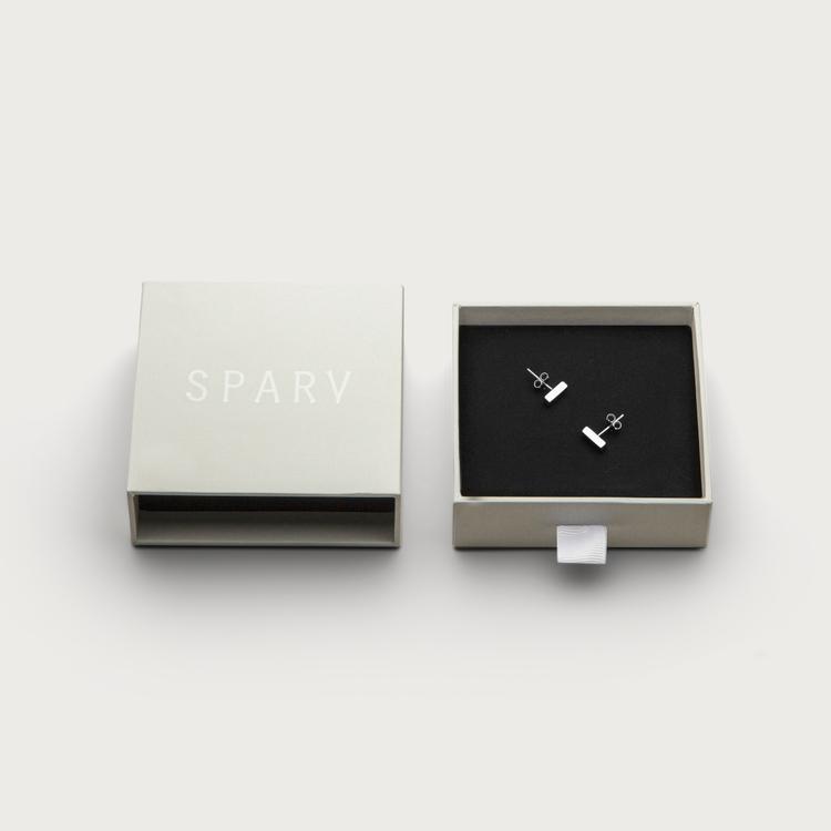minimalistic earrings box