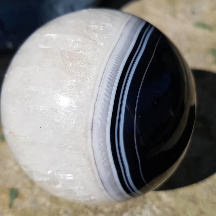 Hvit og svart agat