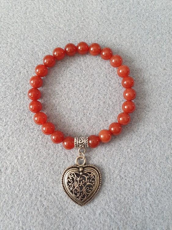 Rød agat med hjerte charms