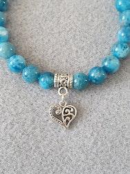 Blå apatitt med hjerte charms