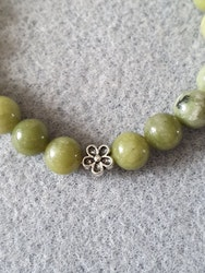 Grønn jade med blomster charms