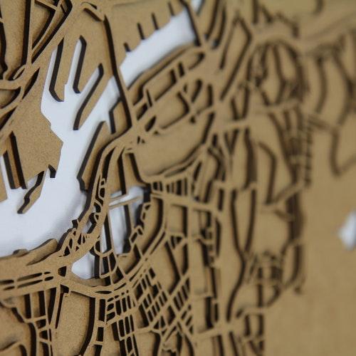 Skräddarsydd karta i trä med tre lager