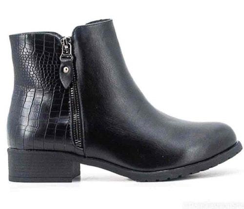 Boots svarta