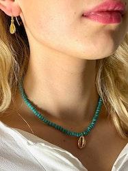 Halsband turkosa pärlor och snäcka