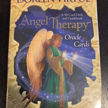 Angel Therapy av Doreen Virtue (engelska)