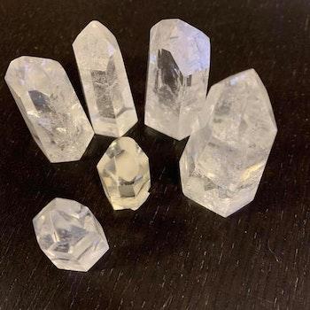 Bergkristall slipade spetsar