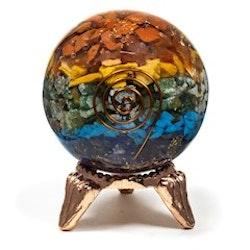 Orgonite chakra boll, med 1 typ av ädelsten för varje chakra.
