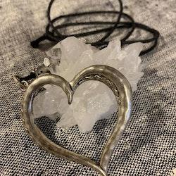 Underbart halsband med hjärta