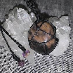 Talisman med svart månsten och shungit i ändarna