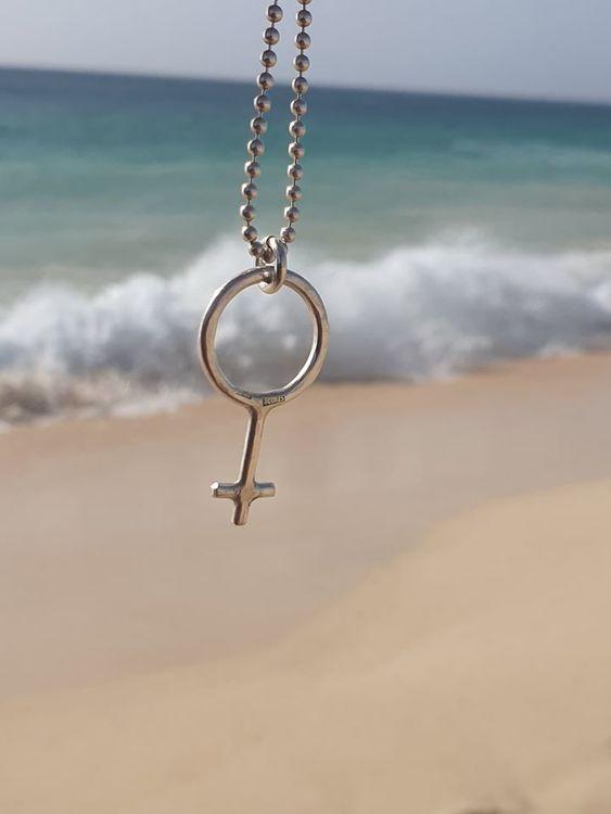 Kvinnomärket i äkta silver - halsband