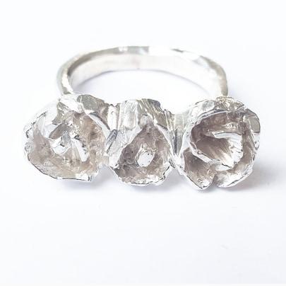 Rosring i silver med tre rosor