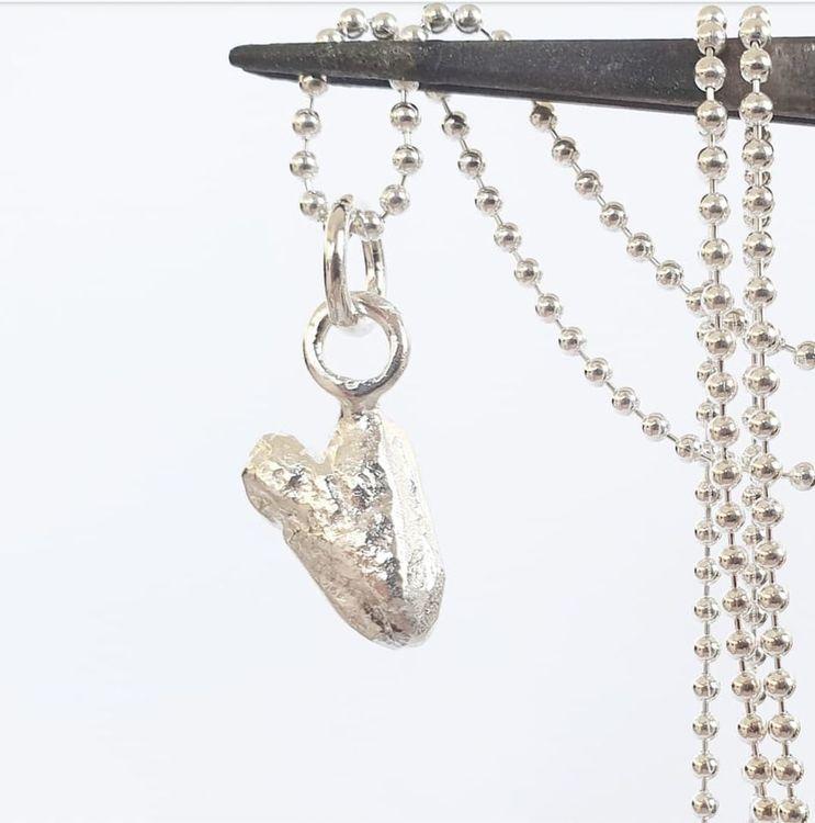 Stort bulligt handgjutet hjärta i äkta silver