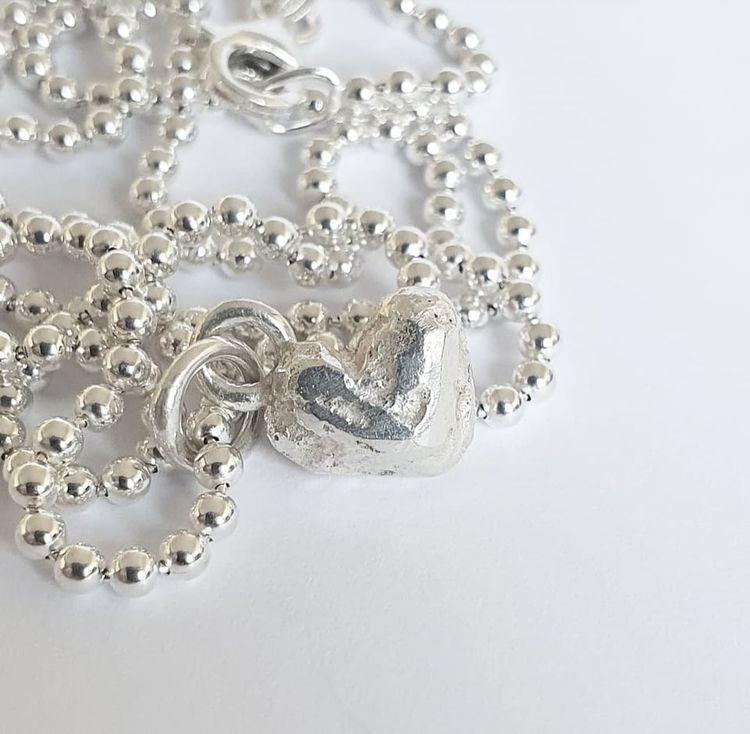 Litet handgjutet silverhjärta