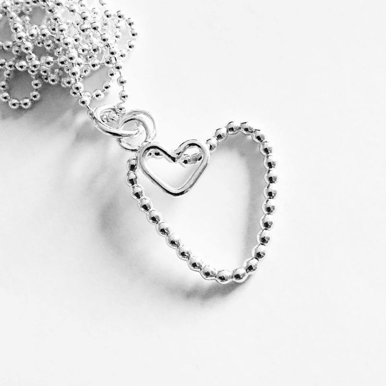 Halsband med kulhjärta med litet slätt hjärta