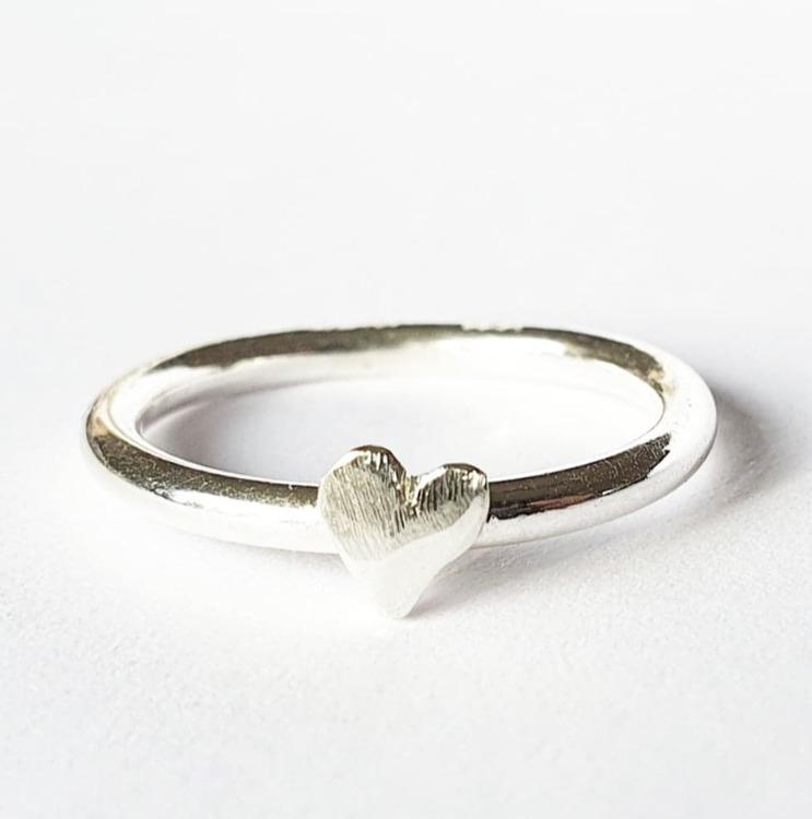 Slät hjärtansring silver