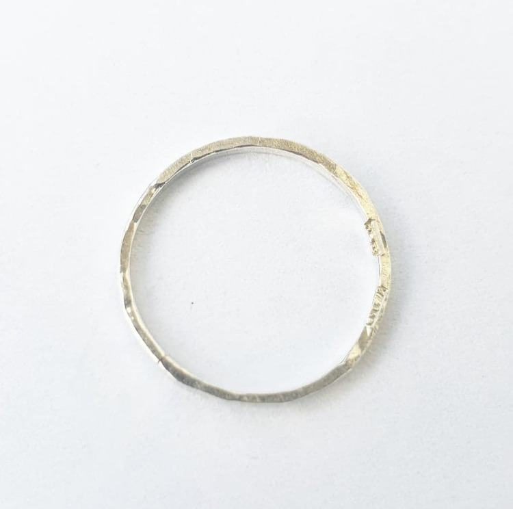 Hamrad tunn silverring
