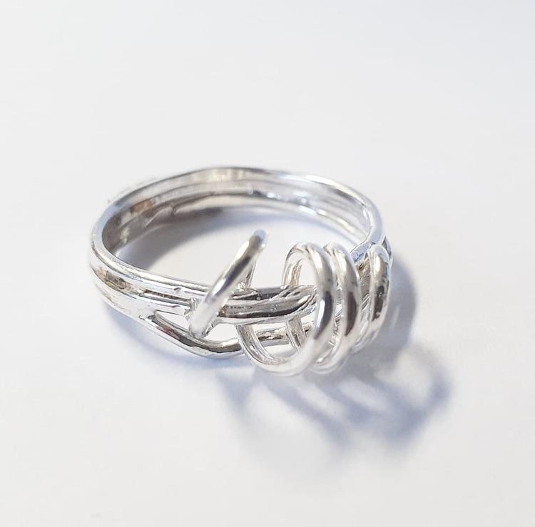 En annorlunda och handgjord silverring