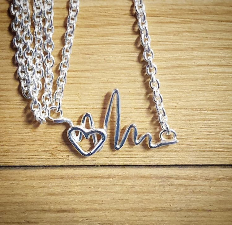 Silverhalsband Heartbeats med hjärta