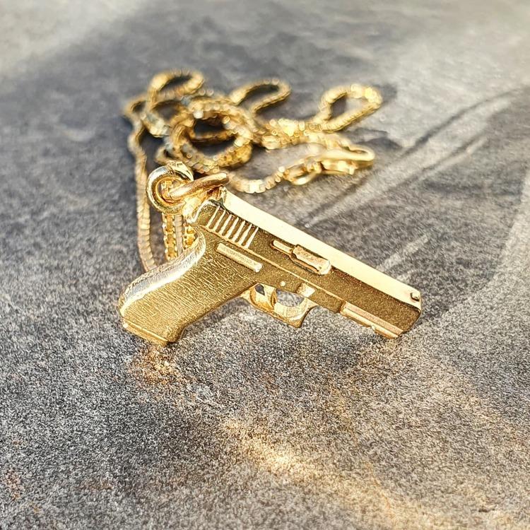 Förgylld med 18 k guld, Glock 17 i äkta silver