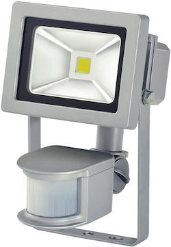 L CN 110 PIR IP44 med IR-sensor 10W 700lm energiklass A