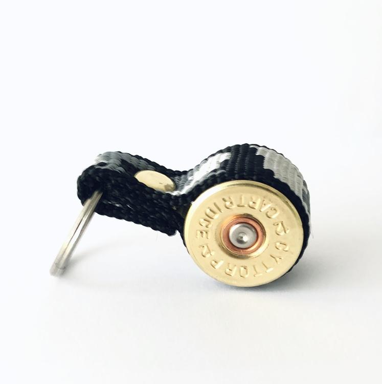 Nyckelring Kaliber 12 - Svart Kamouflageband