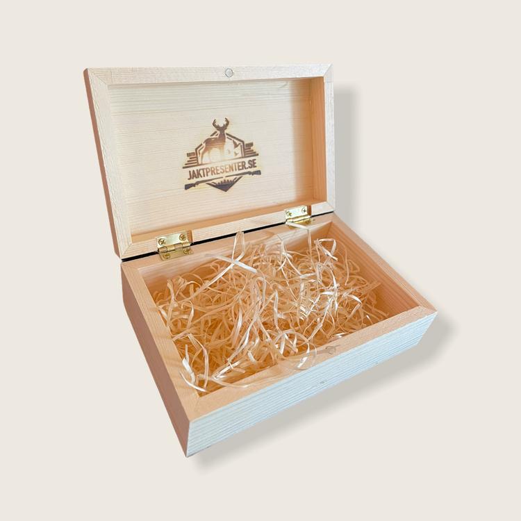 Presentask av furu med magnetlås