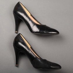 Bally svarta pumps med stillettklack strl 37
