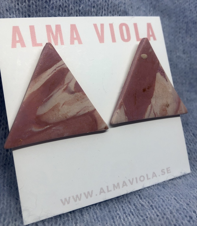 Pink soil triangle