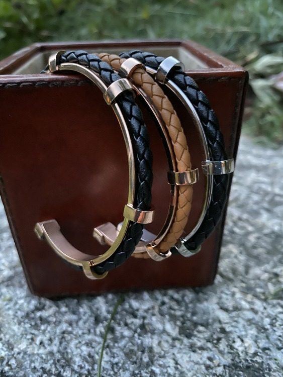 Armband i rostfritt stål och äkta läder