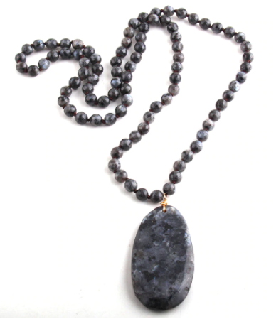 Halsband med sten