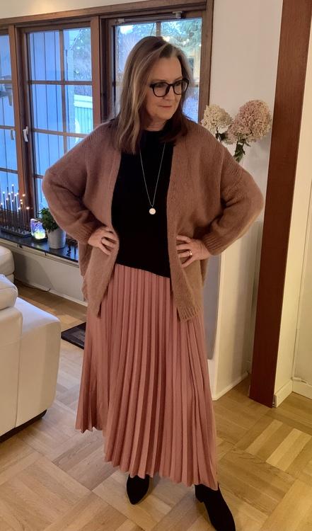 Plisserad enfärgad kjol