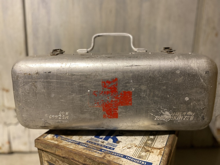 Hungarian First Aid vintage box
