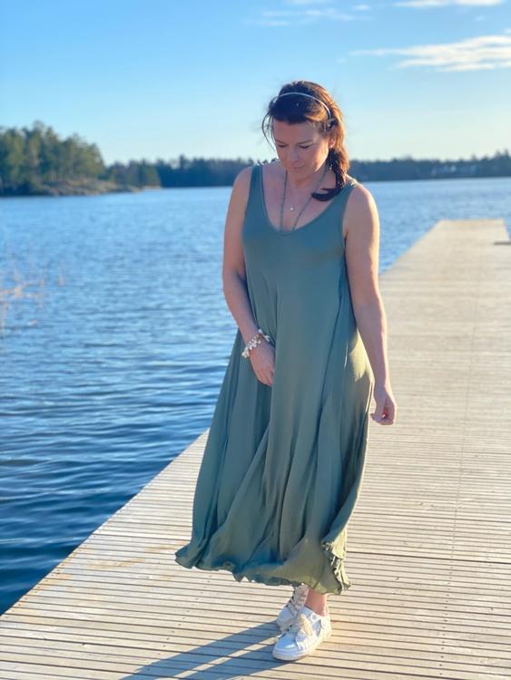 Maxilängd klänning i viskos
