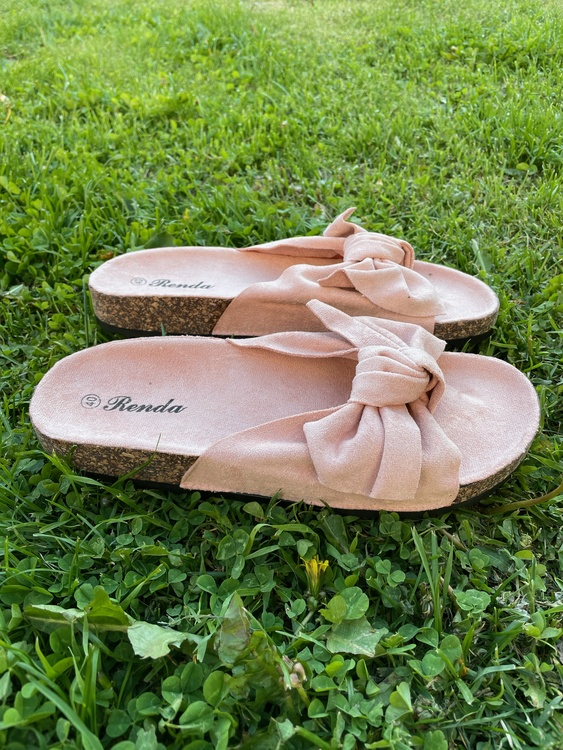 Söta rosett sandaler