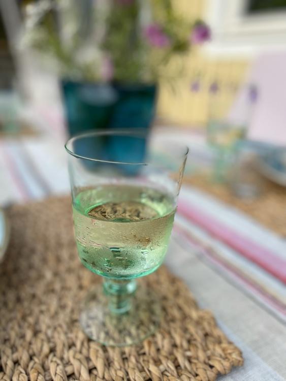 Grönt vinglas