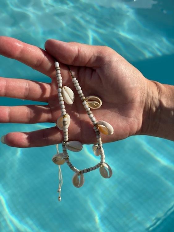 Beach halsband med snäckor
