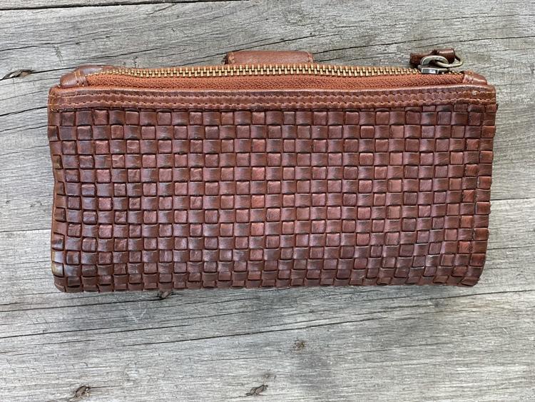 Plånbok i flätad skinn
