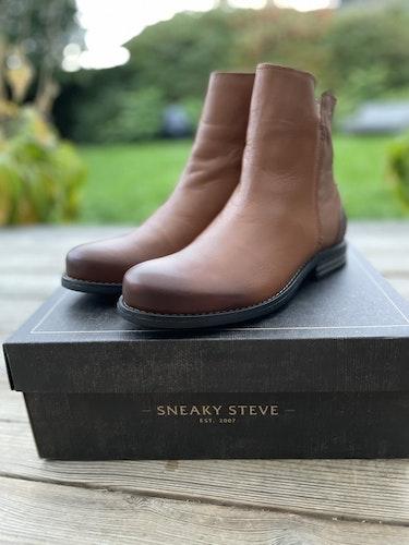 Shady W leather shoe