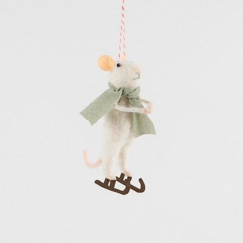 Juldekoration mus på skridskor