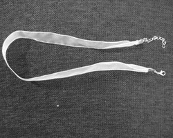 Färdigmonterat halsband - Organzatyg - Vit - 1st