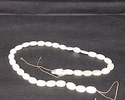 Snäckskalspärlor - Oblong - Ovala - Infärgade - Pure white