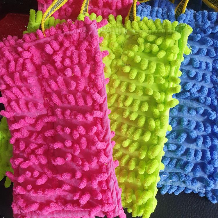 Leksak i microfiber med långt snöre