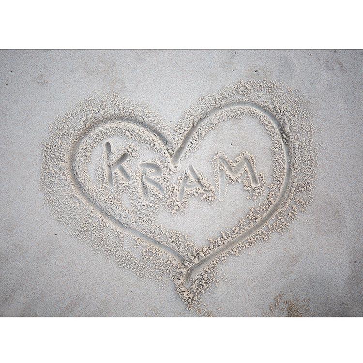 5084 Kram skrivet i sand