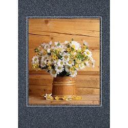 Vilda blommor i träbytta