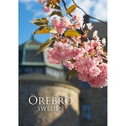 Vykort - Örebro slott med blommor